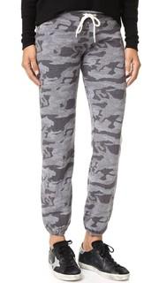 Камуфляжные спортивные брюки в винтажном стиле Monrow