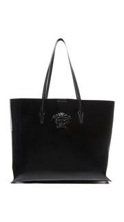 Объемная сумка с короткими ручками из лакированной кожи Versace