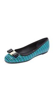 Обувь на плоской подошве Varina с зигзагообразной отделкой Salvatore Ferragamo