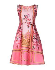 Платье до колена RED Carpet