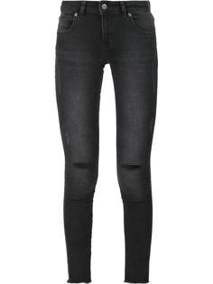 джинсы с рваными деталями Anine Bing
