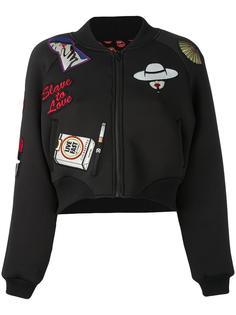 куртка-бомбер с заплатками Yazbukey