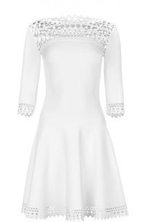 Приталенное мини-платье с перфорацией и удлиненным рукавом Alaia
