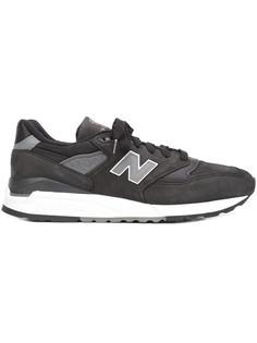 lateral patch sneakers New Balance