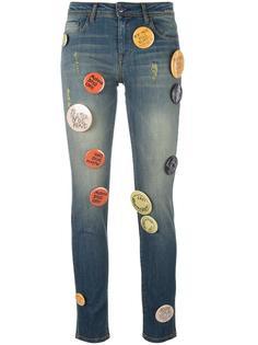декорированные джинсы с аппликацией значков Each X Other