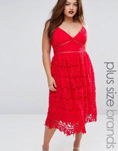 Кружевное платье миди с глубоким вырезом Boohoo Plus - Красный