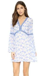 Платье с расклешенными рукавами Great Vine Re:Named