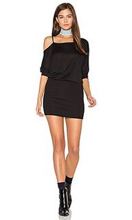 Мини-платье с открытыми плечами - Lanston
