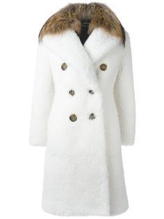 двубортное пальто с енотовым воротником Burberry Runway