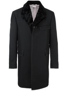 однобортное пальто с меховым воротником Thom Browne
