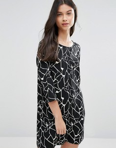 Vero Moda Petite Shift Dress In Abstract Print - Черный