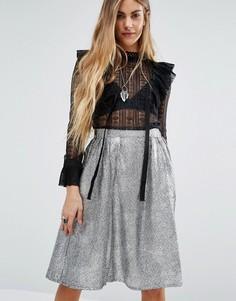Блузка с высоким воротом и оборкой Navy London Kiki Victoriana - Черный