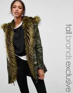 Куртка с камуфляжным принтом на меховой подкладке Glamorous Tall - Зеленый
