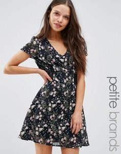 Чайное платье с кружевными вставками Yumi Petite - Черный