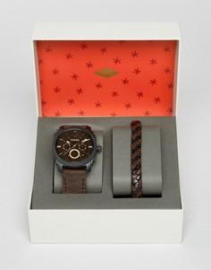 Часы с коричневым кожаным ремешком и браслет в подарочной упаковке Fossil - Коричневый