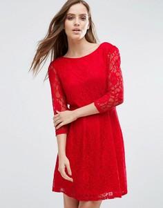 Кружевное короткое приталенное платье Pussycat London - Красный