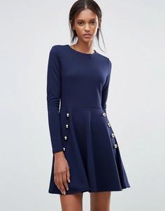 Короткое приталенное платье из крепа в стиле милитари Club L - Темно-синий