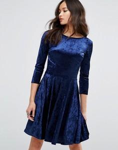 Бархатное приталенное платье с рукавами 3/4 Club L - Мульти
