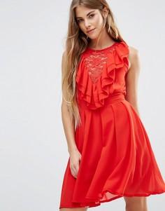 Кружевное приталенное платье с оборками Wal G - Красный