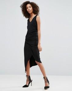 Черное платье без рукавов с V-образным вырезом и сборками Liquorish - Черный