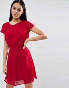Короткое приталенное платье с плиссировкой Pussycat London - Красный