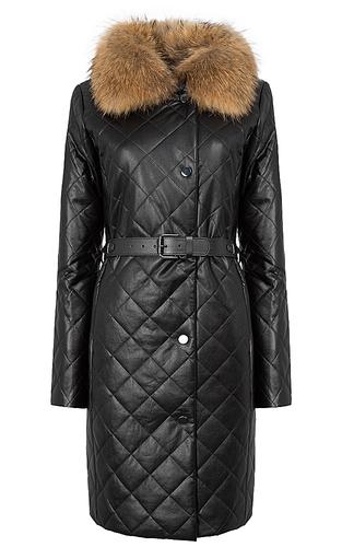 Утепленное пальто из экокожи с отделкой мехом енота
