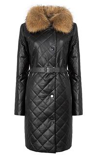 Утепленное пальто из экокожи с отделкой мехом енота La Reine Blanche