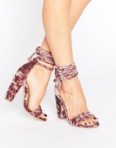 Бархатные сандалии на каблуке с завязкой Missguided - Розовый