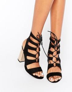 Босоножки на каблуке с эффектом металлик и шнуровкой New Look - Черный