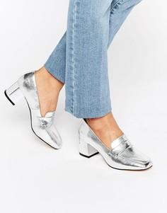 Кожаные лоферы на каблуке с эффектом металлик New Look - Серебряный