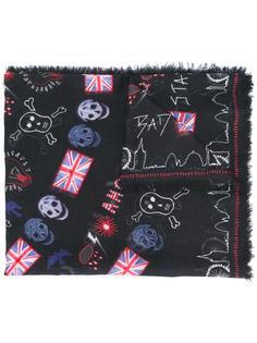 шарф с принтом флагов и черепов Alexander McQueen