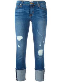 джинсы с рваными деталями и подворотами Hudson