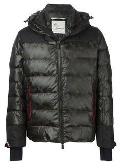 дутая куртка с камуфляжным принтом  Moncler Grenoble