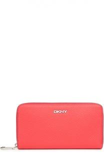 Кожаное портмоне на молнии с логотипом бренда DKNY