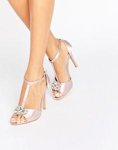 Светло-розовые сандалии на каблуке с T-образным ремешком True Decadence - Розовый