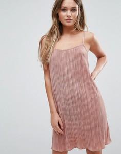 Плиссированное платье на тонких бретельках Lipsy - Розовый