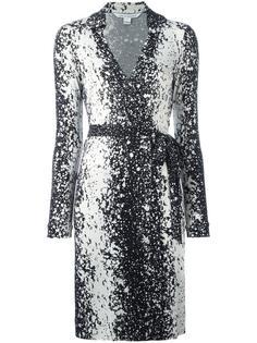 платье с запахом и принтом брызг краски  Diane Von Furstenberg