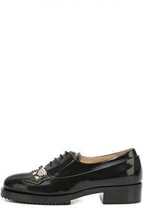 Лаковые ботинки с брошью No. 21
