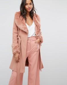 Приталенно-расклешенное пальто с искусственным мехом Miss Selfridge - Розовый