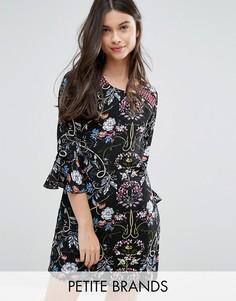 Цельнокройное платье с принтом и оборками Yumi Petite - Черный