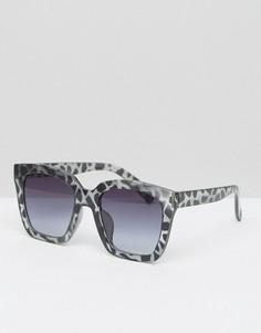 Солнцезащитные очки в массивной черепаховой оправе 7X - Серый