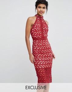 Платье-футляр с высоким воротом и кружевной спинкой Love Triangle - Красный