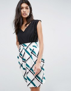 Платье с контрастной отделкой и завязкой сзади Closet - Мульти