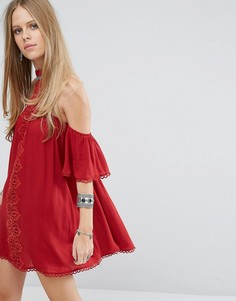 Платье с чокером, открытыми плечами и кружевной вставкой Kiss The Sky - Красный