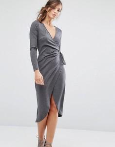Трикотажное платье в рубчик с запахом спереди Parallel Lines - Серый