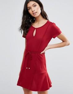 Платье с асимметричным подолом и завязкой на поясе Pussycat London - Красный