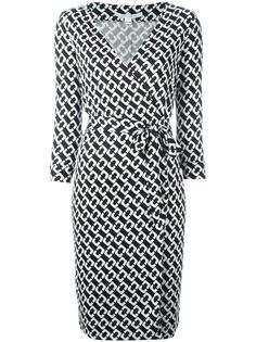 платье с запахом и цепочным узором Diane Von Furstenberg