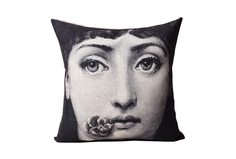 """Подушка с портретом Лины Пьеро Форназетти """"Flower Kiss"""" DG"""