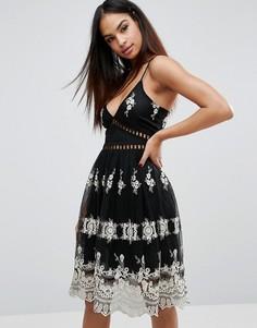 Короткое приталенное платье из кружева с эффектом металлик Boohoo - Черный
