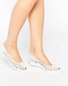 Желейные туфли на плоской подошве с вырезами JuJu Christabel - Белый